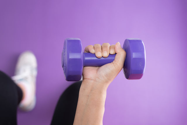 lower-body-workout-for-women-dumbbells-HealthcareBlog