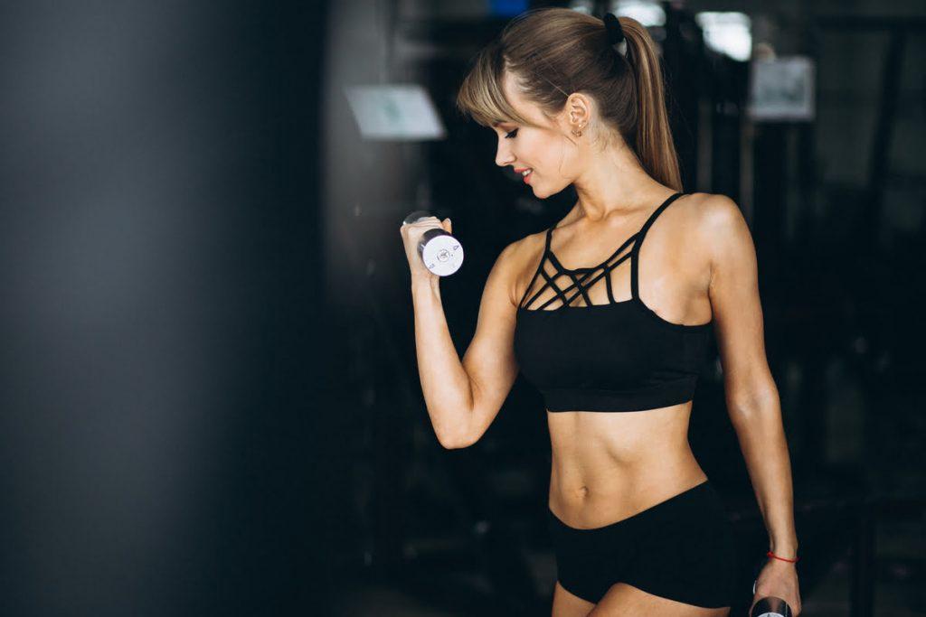 workout-for-beginner-female-at-gym-healthcareblogs